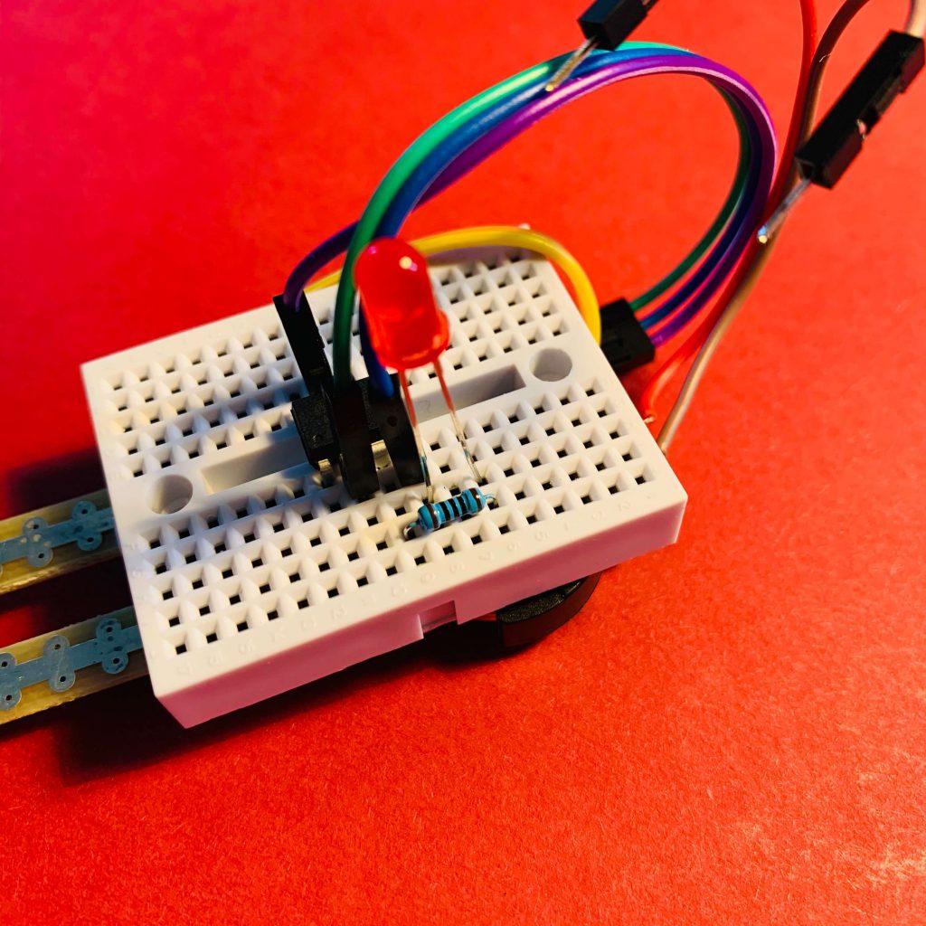 LED und Widerstand anbringen