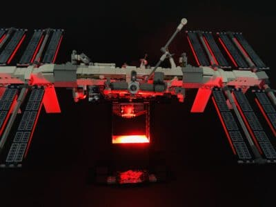 cover LEGO ISS