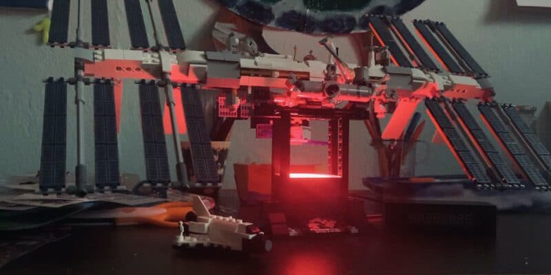 lego iss beleuchtet cover